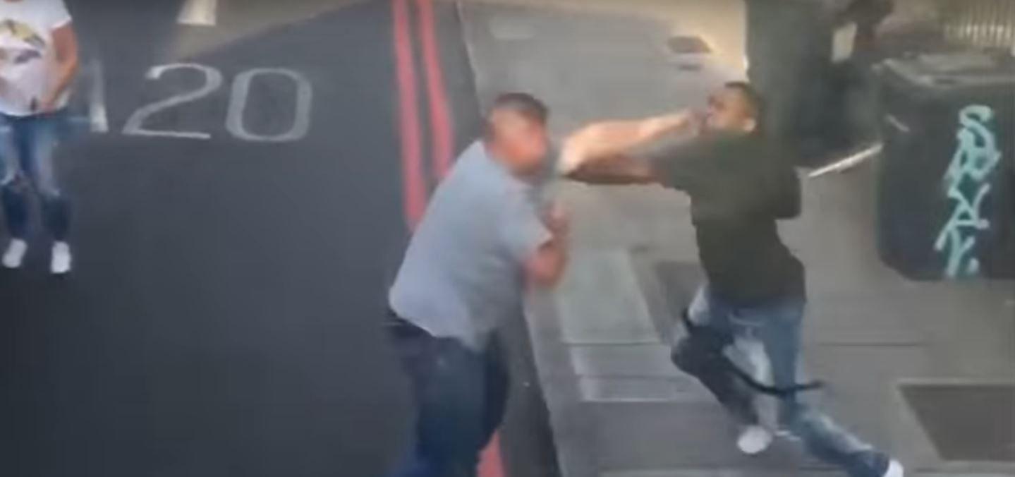 Terrible pelea callejera en Inglaterra entre un camionero y un conductor que hacía malas maniobras