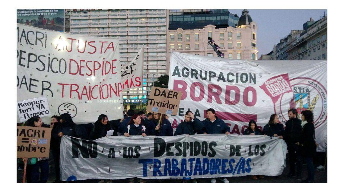 Trabajadores de Pepsico cortan la 9 de Julio a la altura del Obelisco