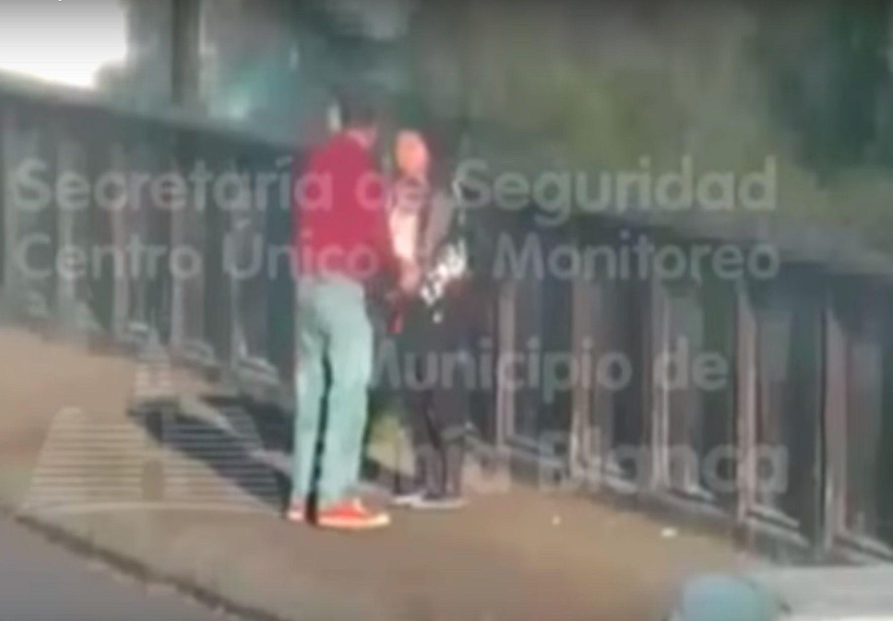 Discutió con su pareja e intentó lanzarse de un puente