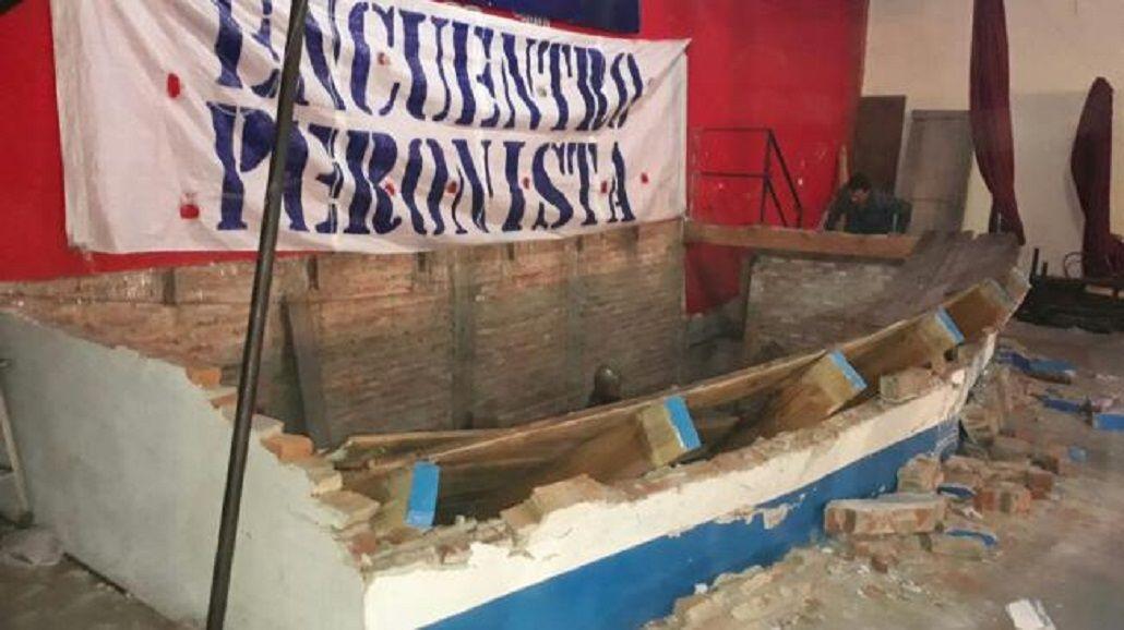 Candidato a concejal de Lomas se fracturó al caerse un escenario