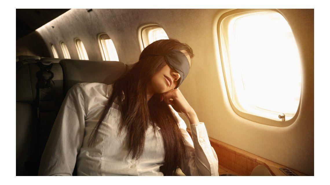 Dormir en el avión puede ser una misión imposible