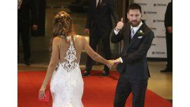 La espalda del vestido de Antonela Roccuzzo y Lionel Messi