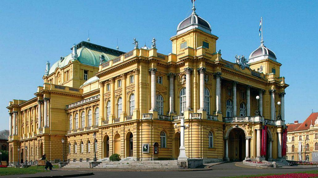 El Teatro Nacional de Zagreb sobresale en una arquitectura diversa