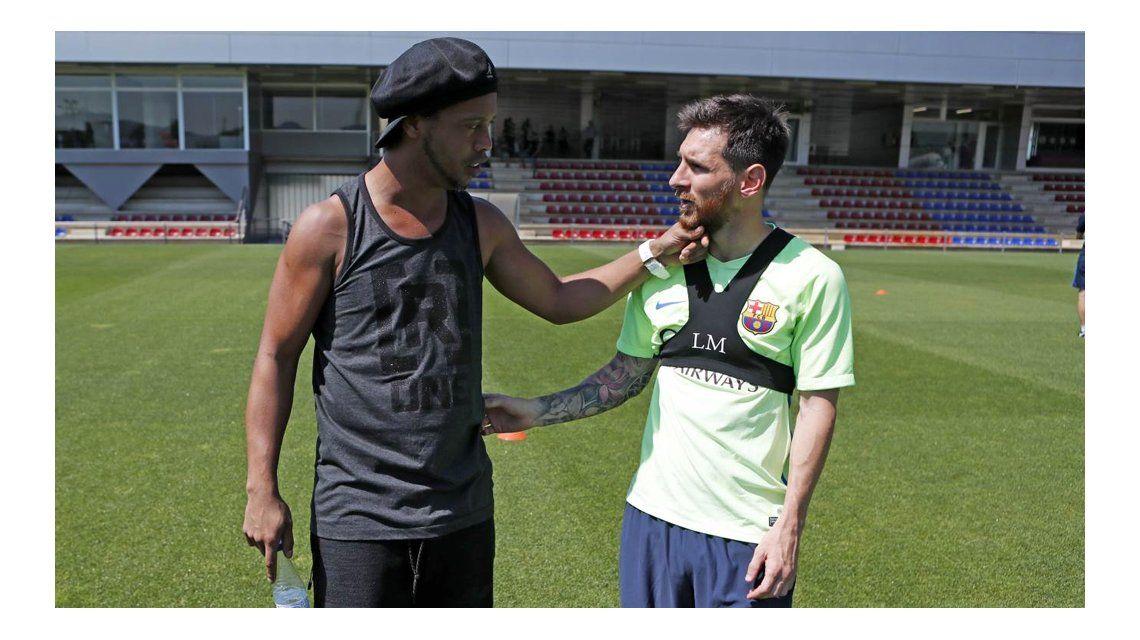 Ronaldinho no asistirá al casamiento de Messi