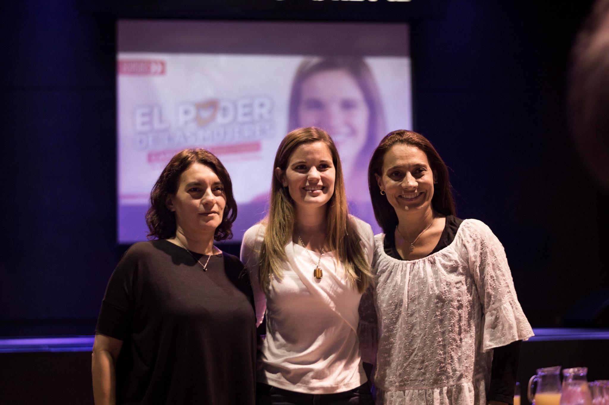 Caren Tepp (centro) encabeza la lista de 15 mujeres de Ciudad Futura