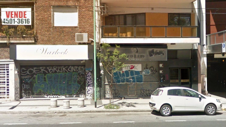 La avenida Córdoba con locales cerrados