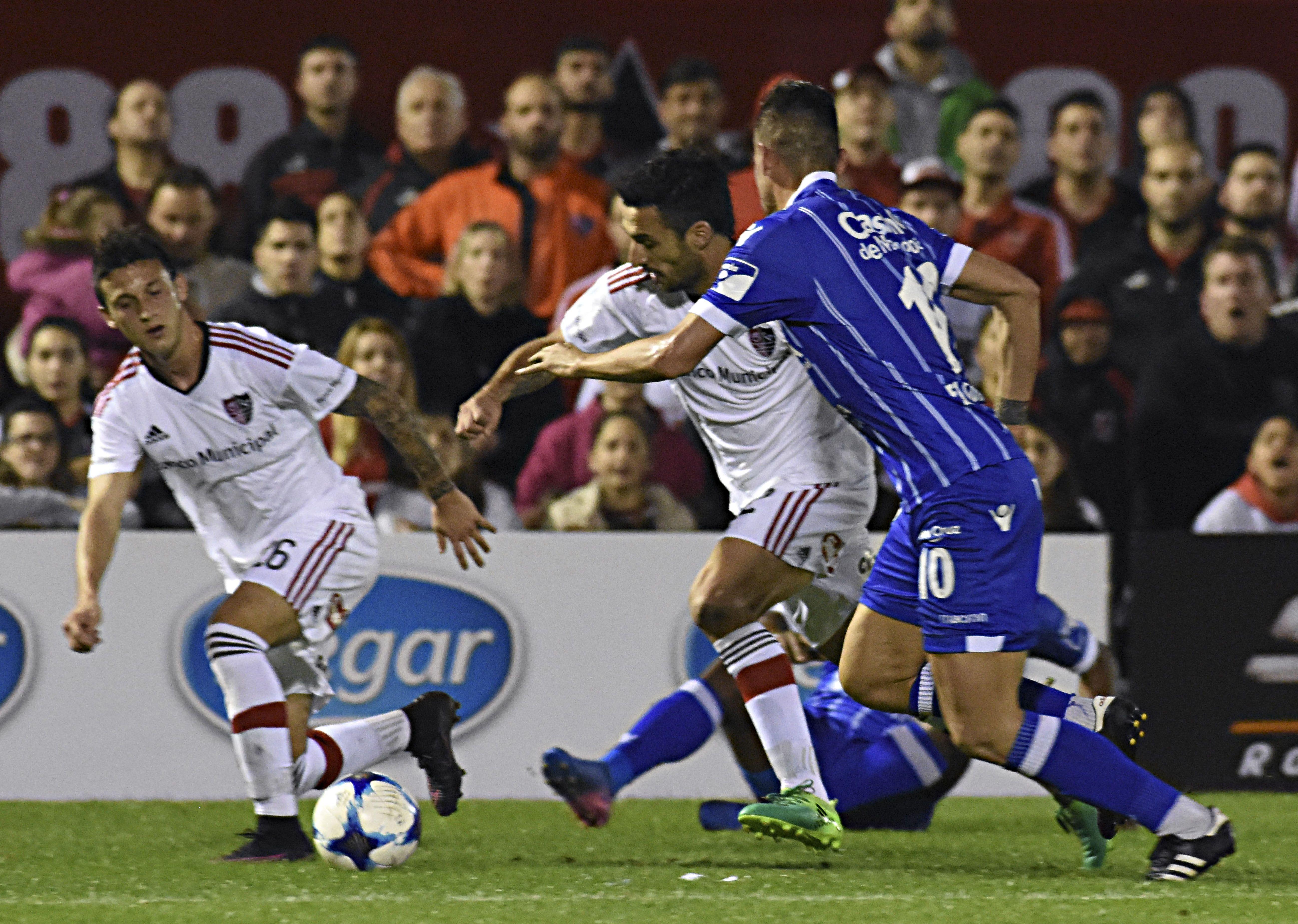 Scocco fue reemplazado por Maxi Rodríguez en el duelo ante el Tomba