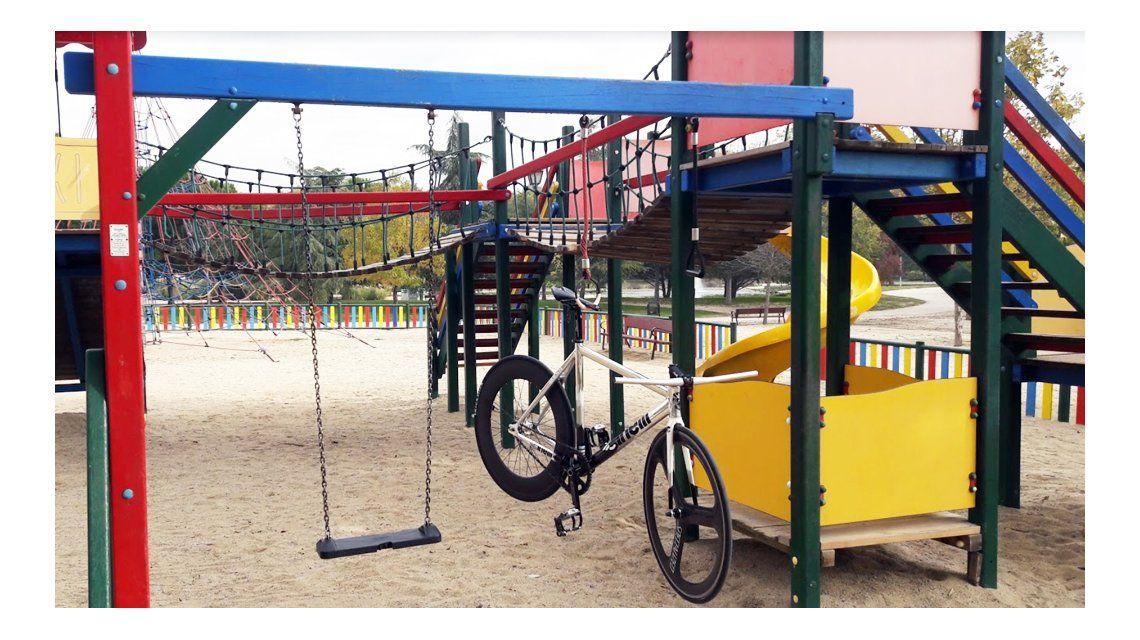 Trío sexual en un parque infantil de Madrid: dos chicos y una chica, detenidos