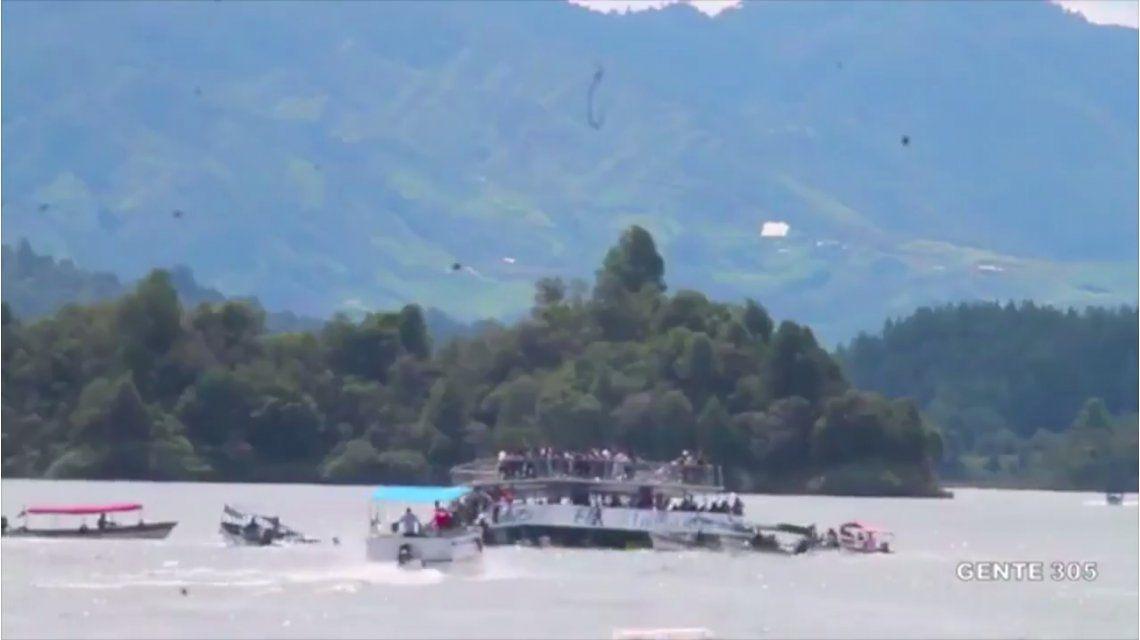 VIDEO: El momento del hundimiento del barco en Guatapé, Colombia