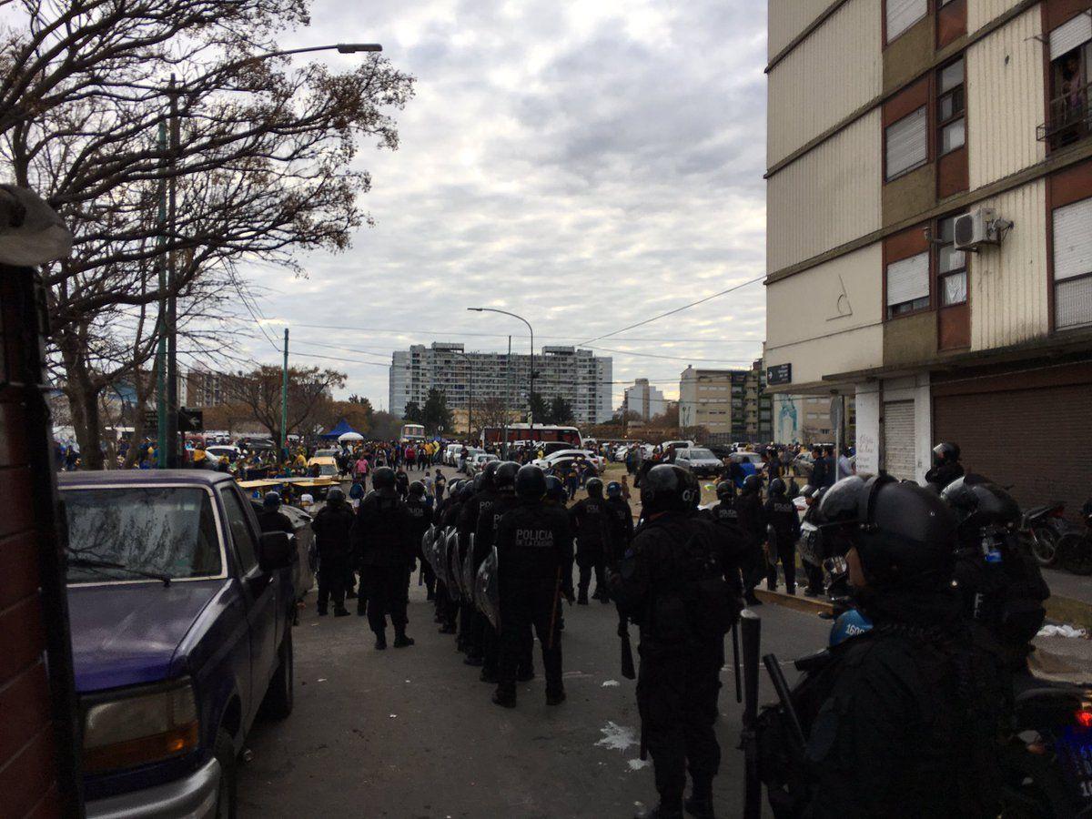 Incidentes con hinchas de Boca afuera de La Bombonera
