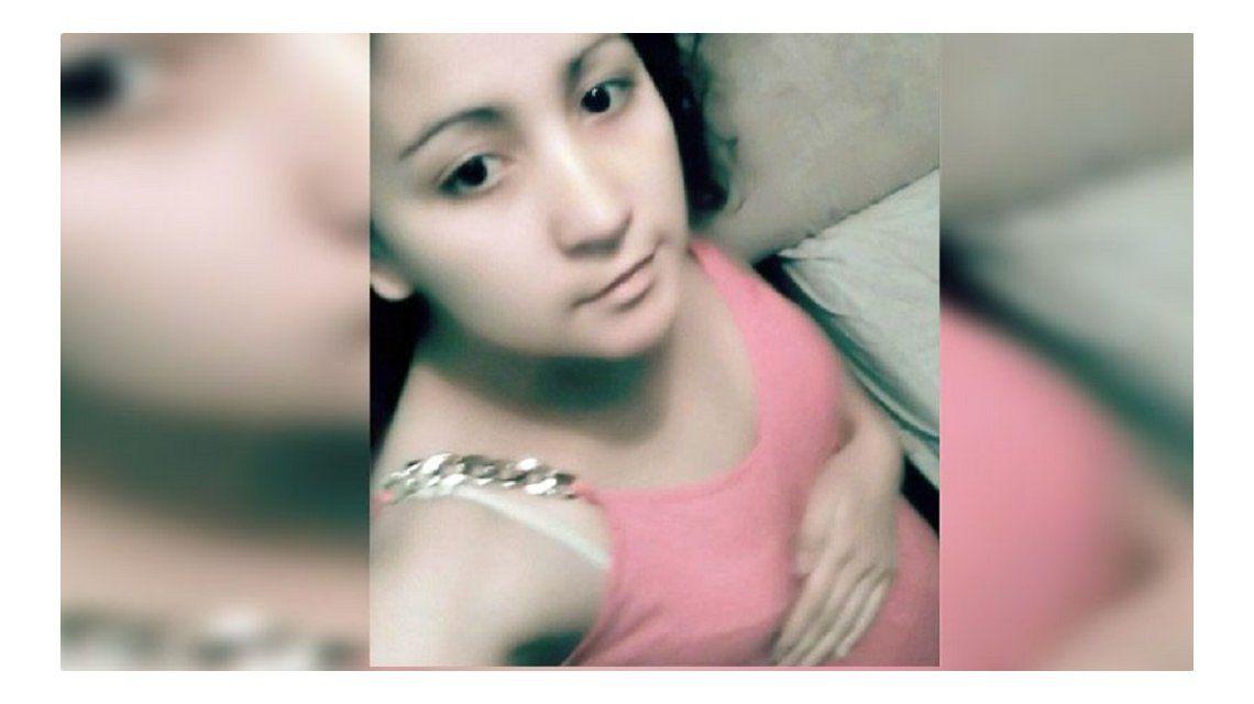 La joven fue encontrada muerta debajo de un árbol