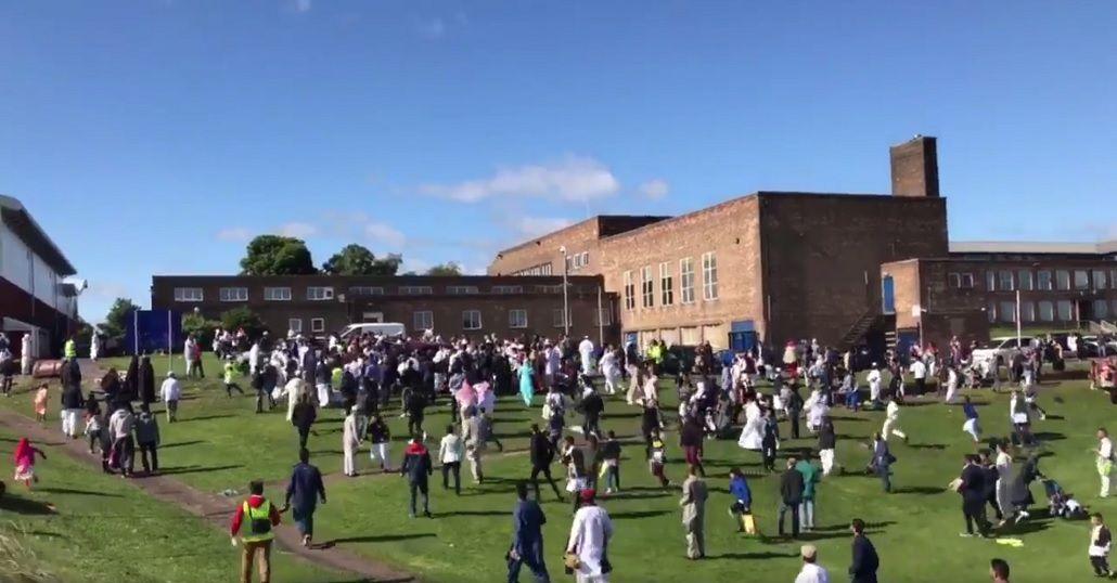Un auto atropelló a seis personas durante una fiesta musulmana en Newcastle