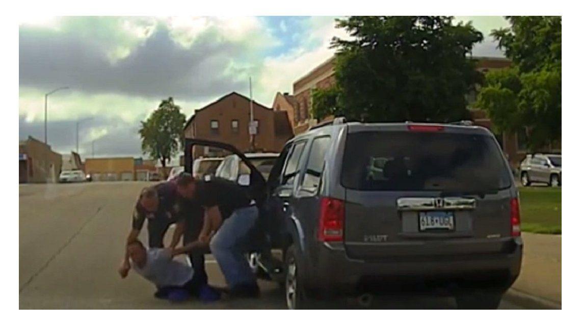 Detención violenta a un joven que no se resistió