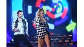 Pedro Alfonso y Flor Vigna bailan cumbia pop