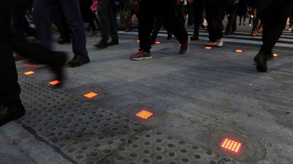 Instalaron un semáforo para adictos al celular en Retiro