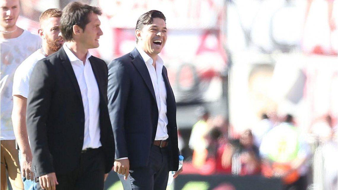 Marcelo Gallardo festeja y Guillermo Barros Schelotto lo mira como enojado