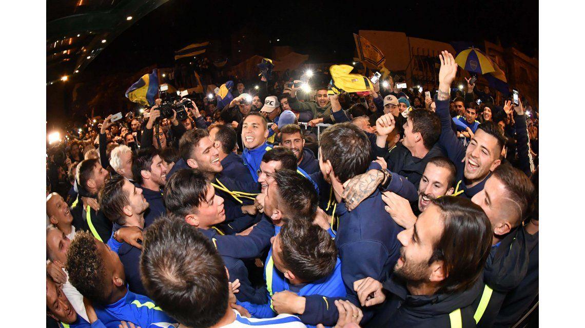 Racing, el único equipo grande que saludó a Boca por su flamante título