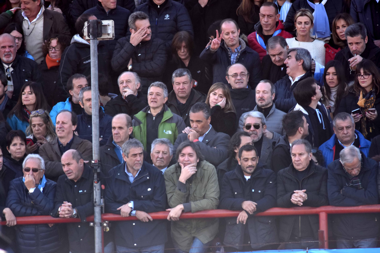 Cristina Kirchner estuvo acompañada por un gran número de referentes políticos en Arsenal