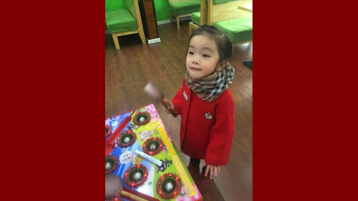Una nena murió porque su maestra le pegó la boca con pegamento y cinta