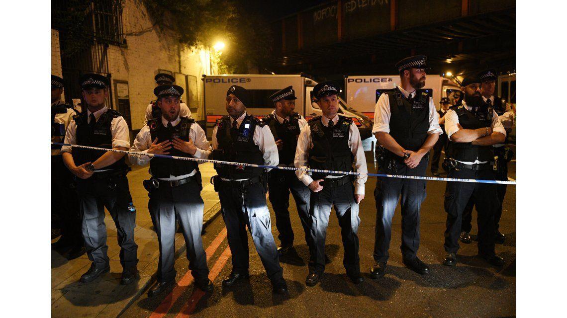 Una camioneta atropelló a peatones afuera de una mezquita en Londres