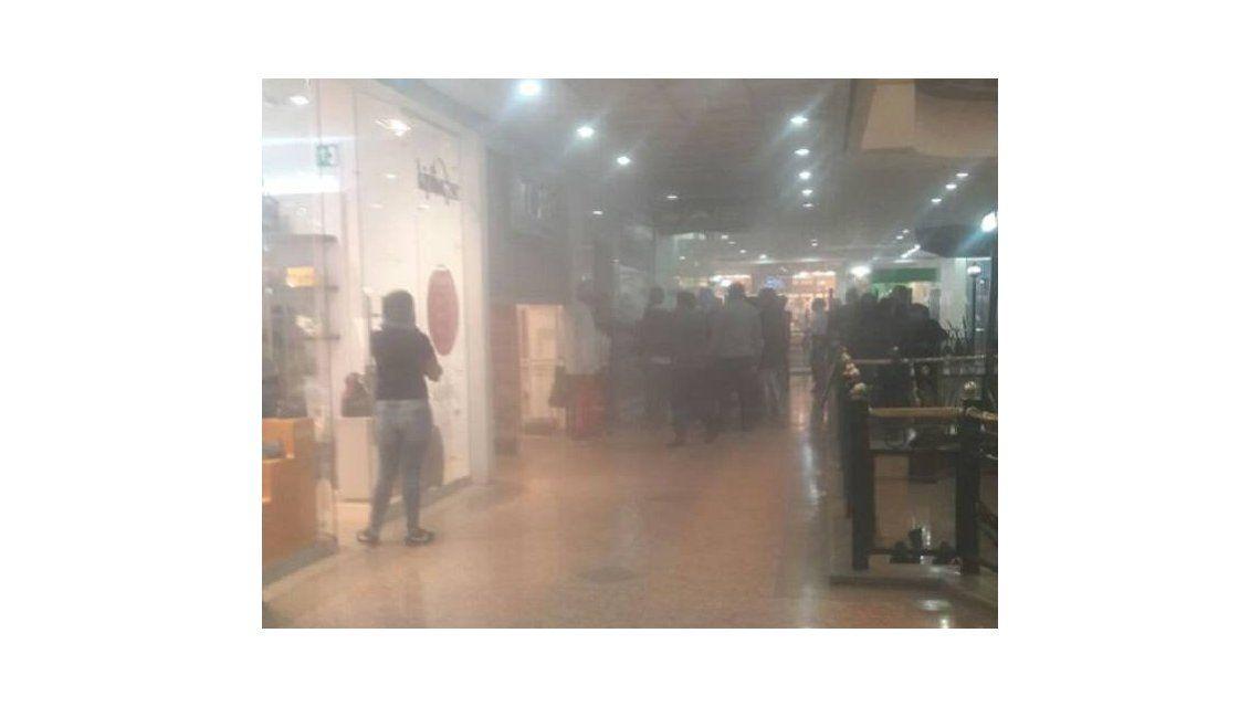 Las impactantes imágenes tras el atentado en un shopping de Bogotá