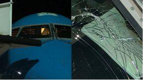 El parabrisas del avión de Boca apareció roto