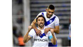 Pavone festeja su gol de penal frente a Sarmiento