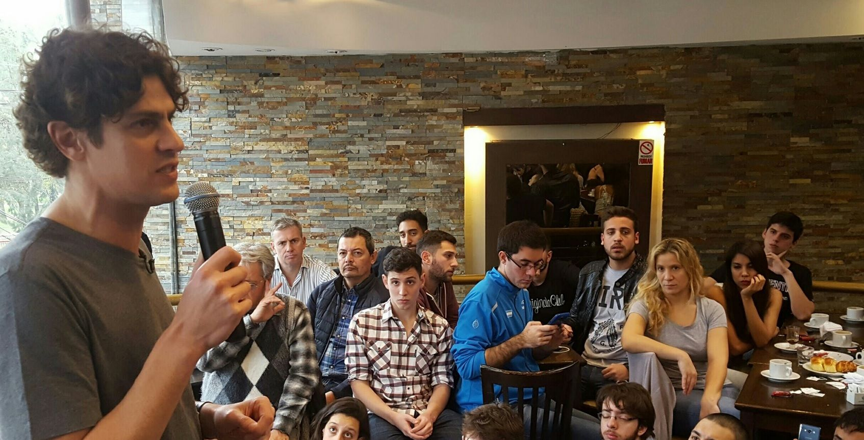 Lousteau se reunió con jóvenes de Devoto