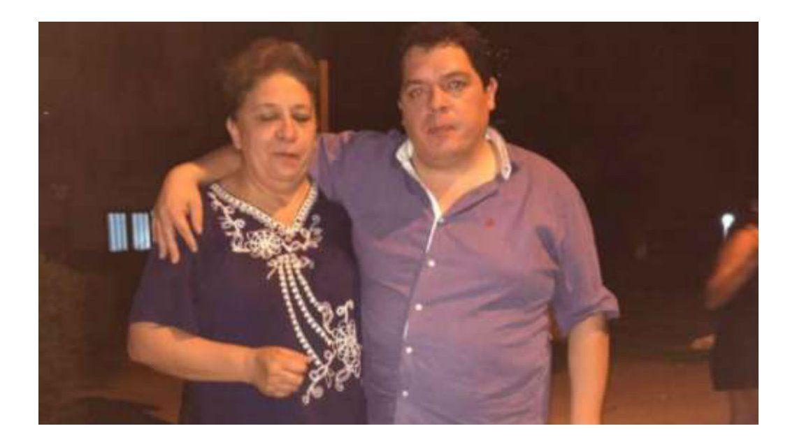 Santiago Zambrani y su mamá