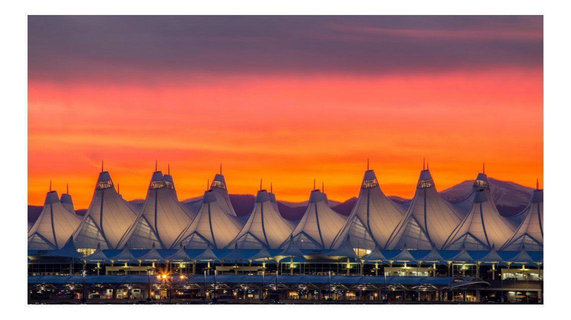 El aeropuerto de Denver parece un campamento pero es una obra de ingeniería