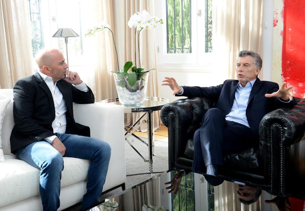 Jorge Sampaoli y Mauricio Macri