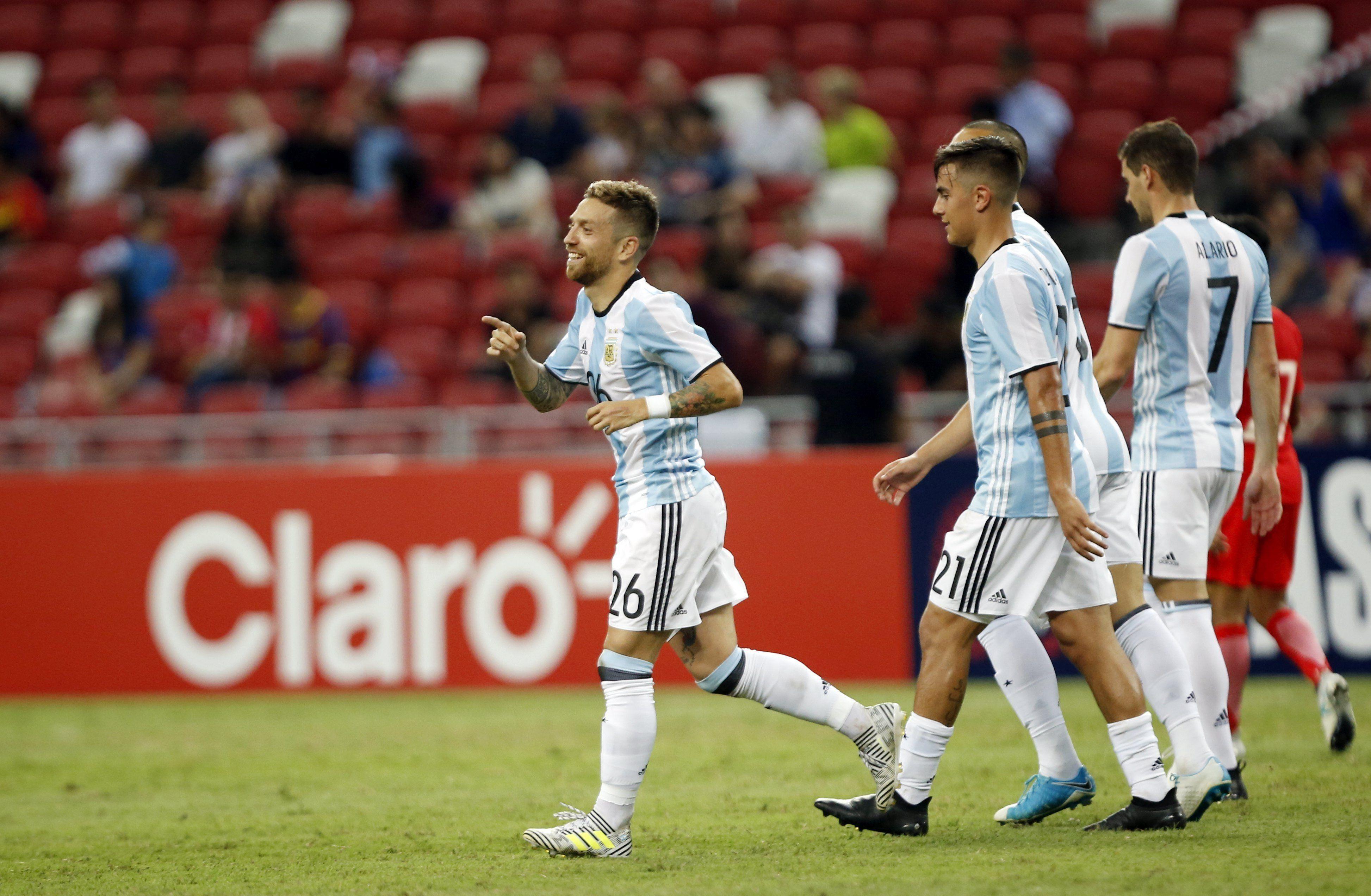 ¡Que no deje de hacerla! La insólita cábala del Papu Gómez para meter a Argentina en el Mundial