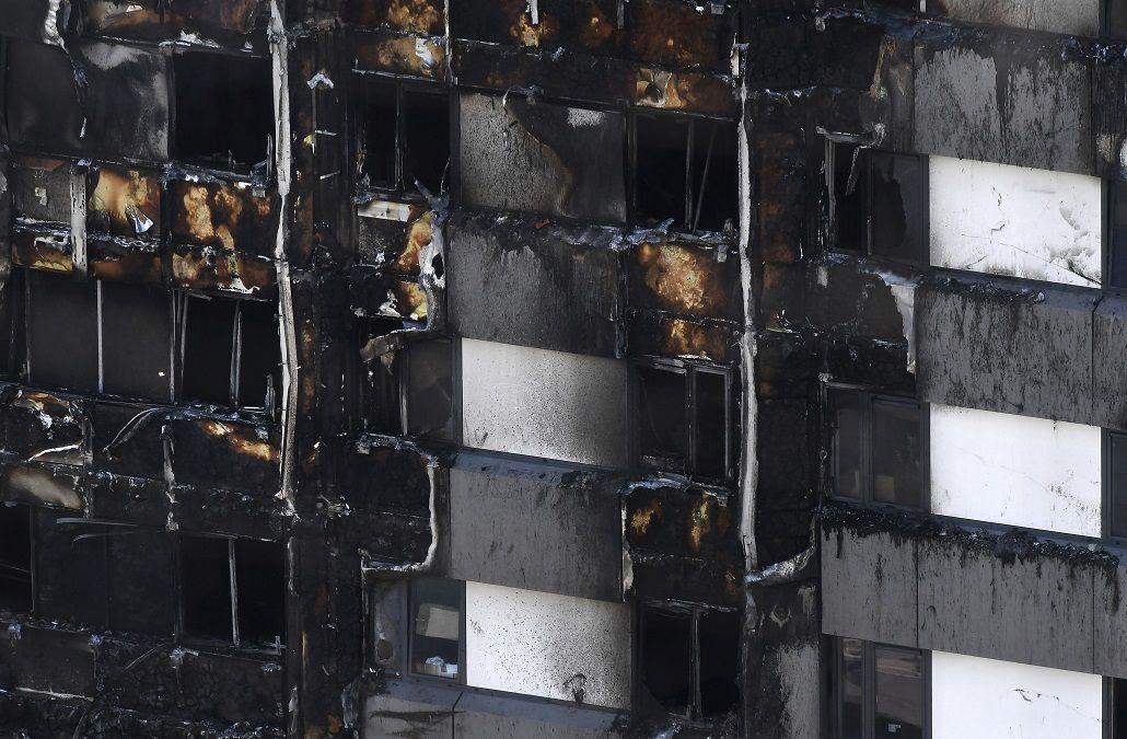 Ascienden a 17 los muertos por el incendio en la torre de Londres