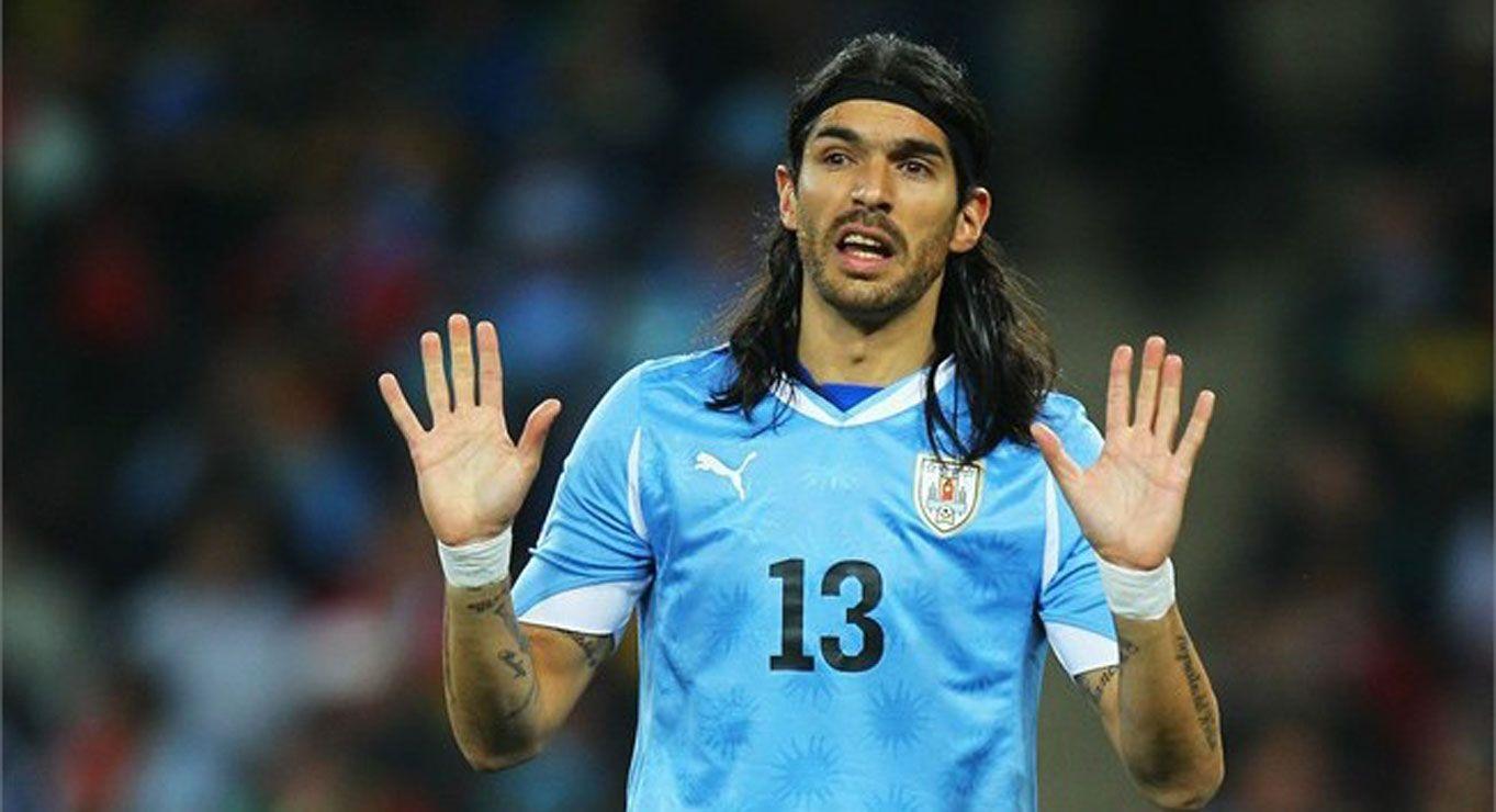 Sebastián Abreu con la camiseta de Uruguay