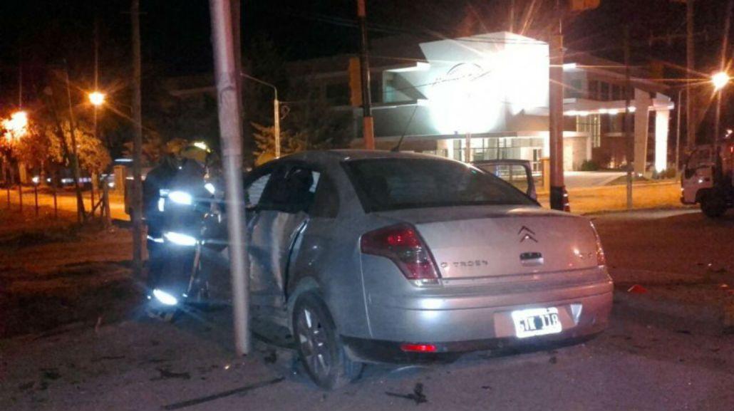 El conductor del remis salió despedido y murió