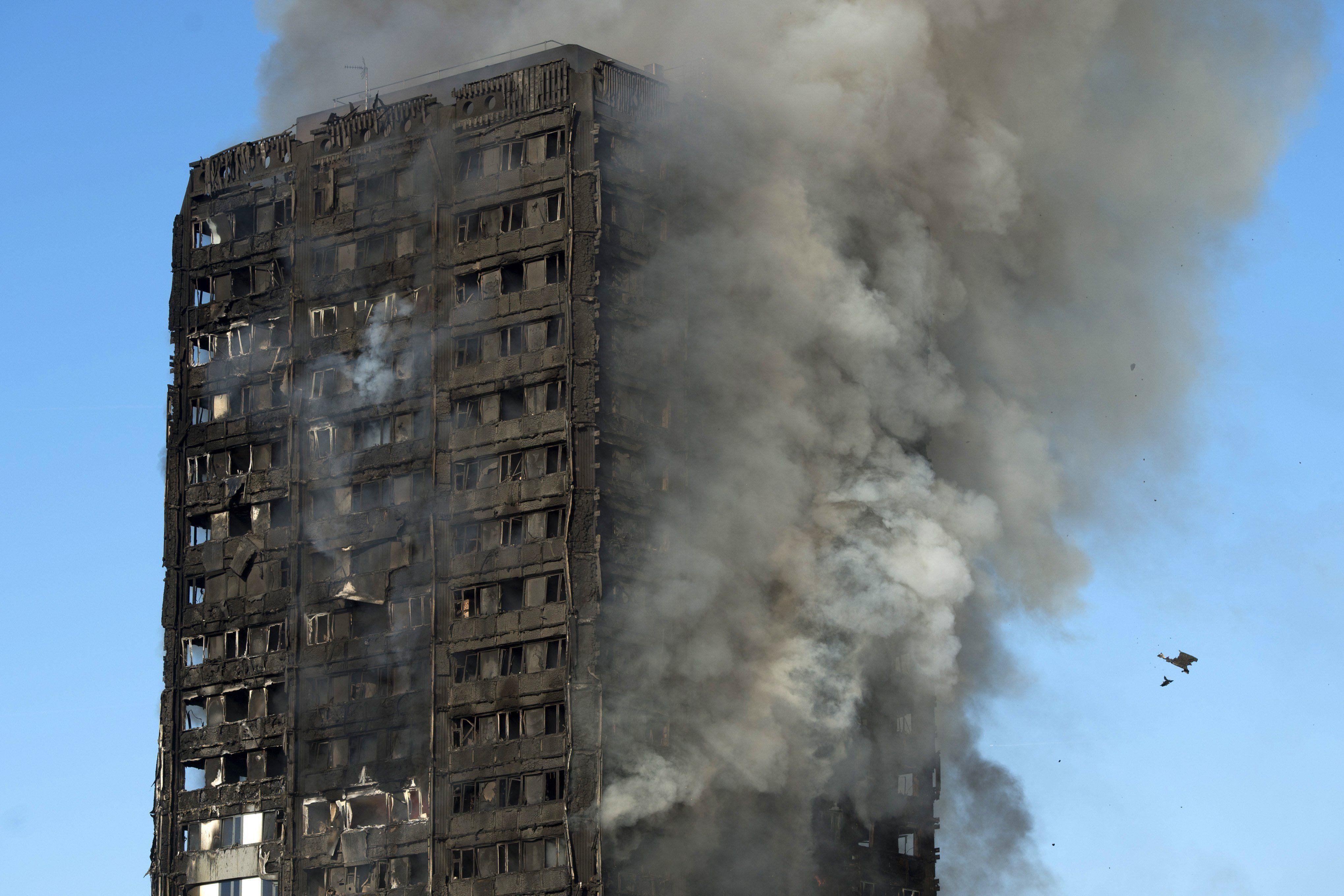 Gran incendio en Londres del edificio Grenfell Tower