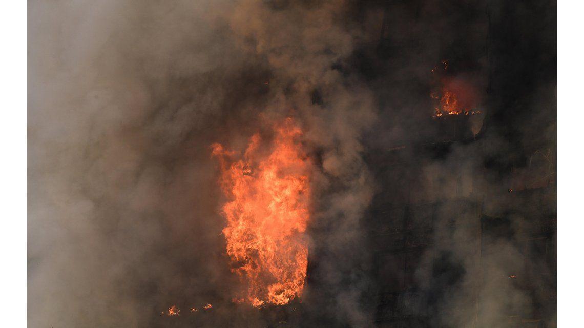 Hay al menos 79 personas muertas tras el incendio de laGrenfell Tower