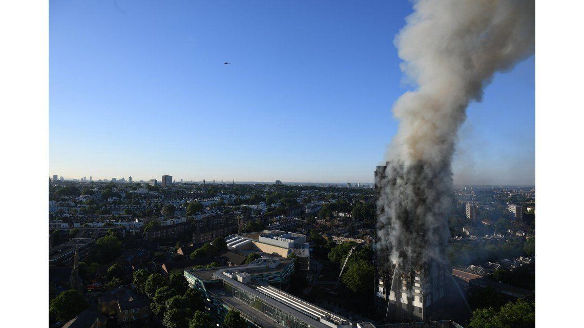 Londres: ya son 12 los muertos por el incendio en un edificio