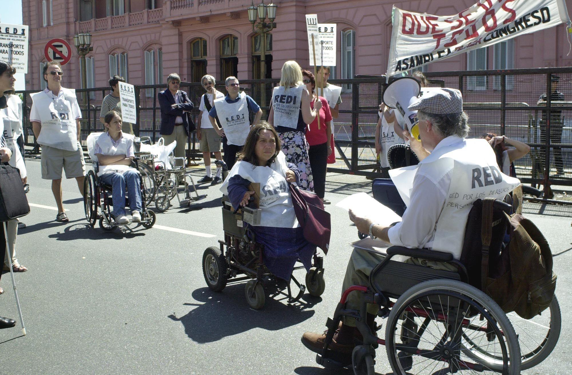 El gobierno elimina pensiones mientras incumple el cupo de empleo para discapacitados