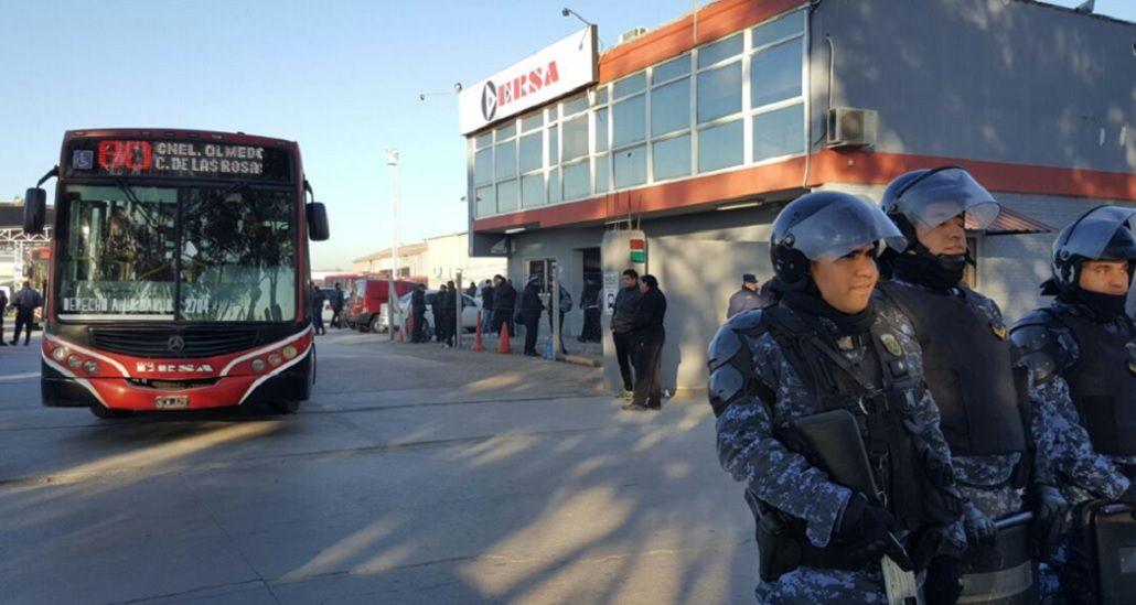 Córdoba: aprueban una ley que prohíbe a los colectiveros paralizar el transporte