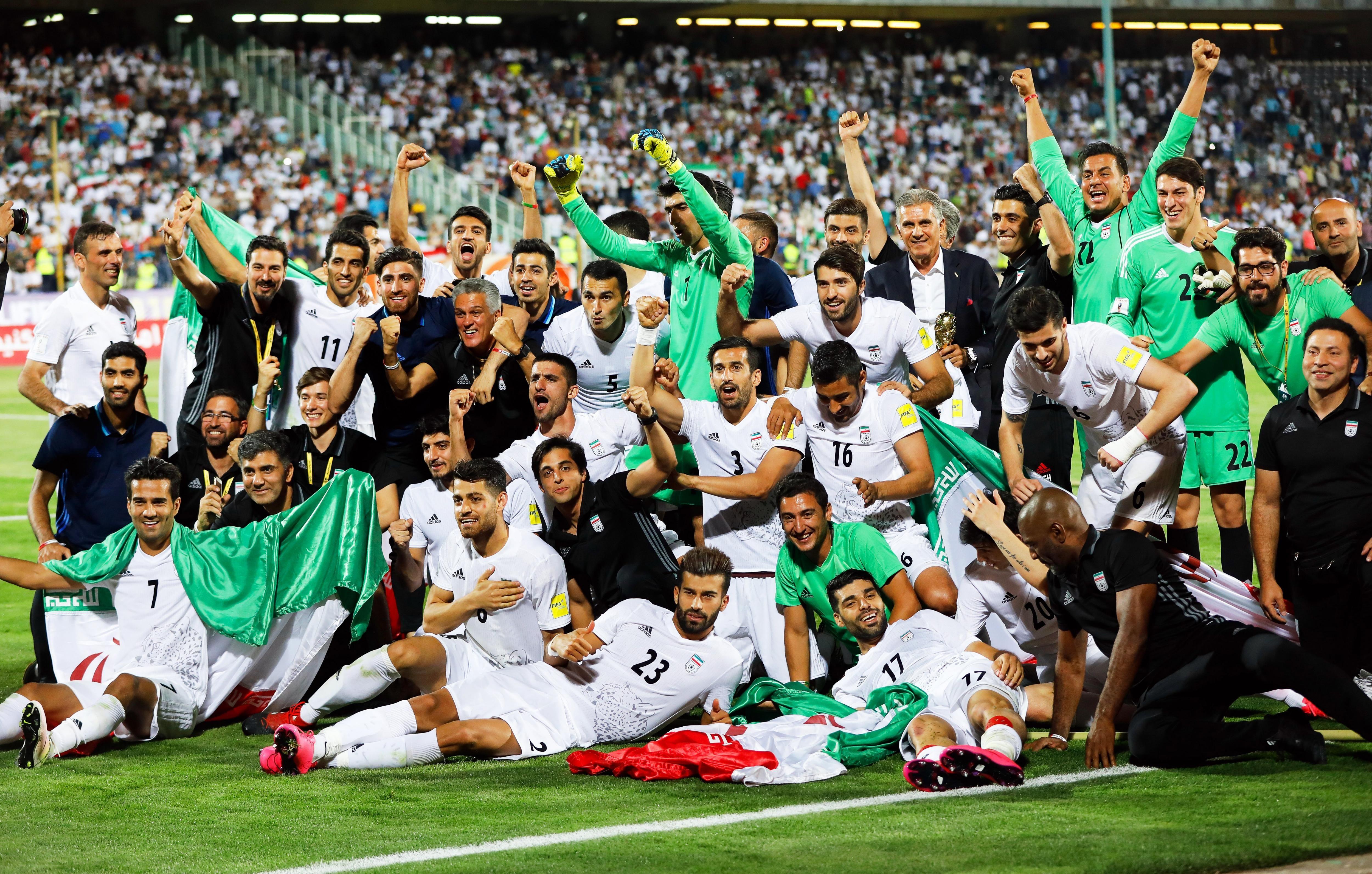 La celebración de los dirigidos por Queiroz tras la clasificación