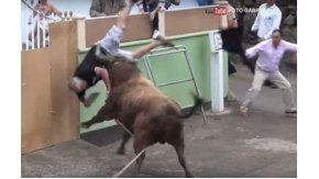 Filmaba una corrida de toros y terminó mal