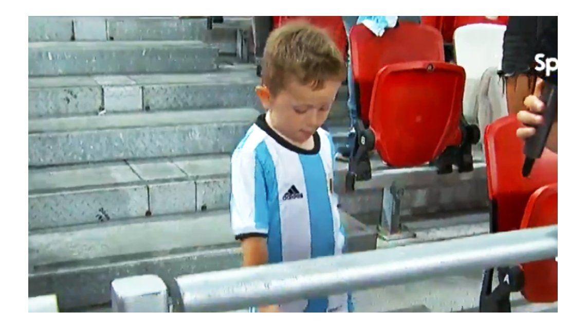 El pequeño se llevó todas las miradas en la tribuna