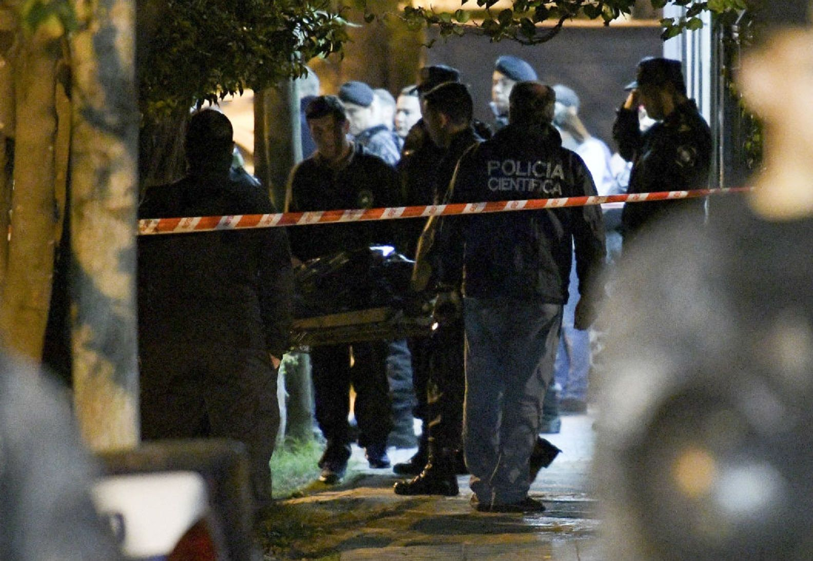 Ingeniero Budge: un policía mató a su ex pareja de tiro en la cabeza e intentó suicidarse