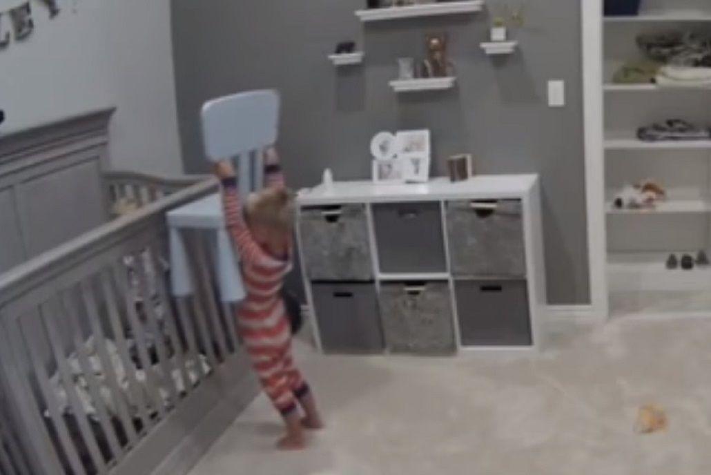 Ayudó al hermano a escaparse de la cuna