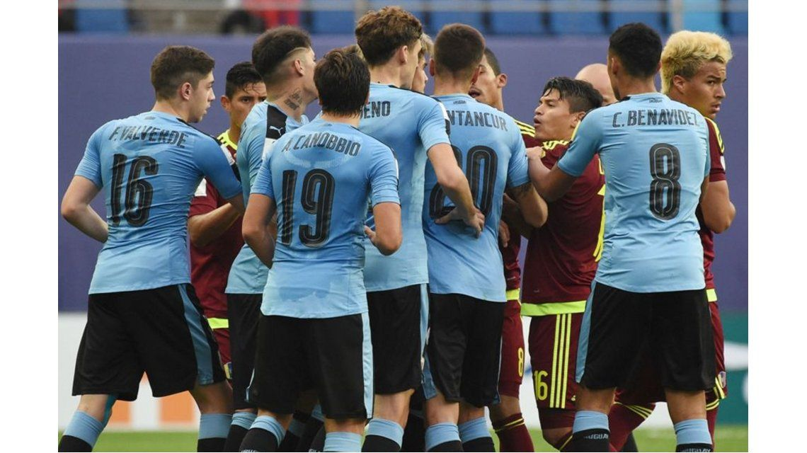 Los jugadores Sub 20 de Uruguay y Venezuela se enfrentaron en el hotel