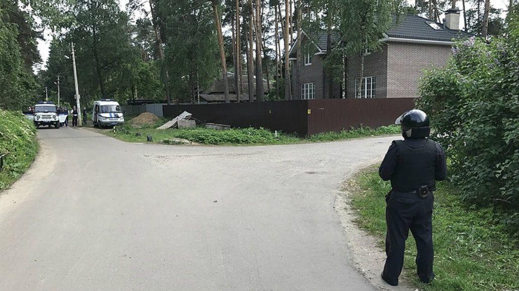 El hombre mató a dos personas y se atrincheró en su casa