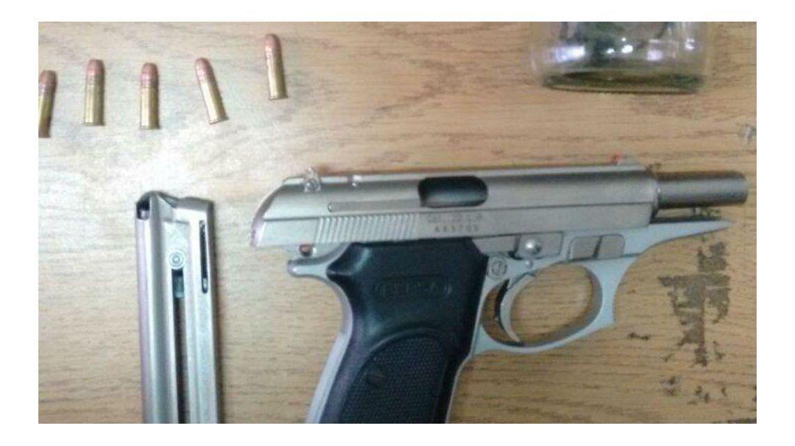 Al hombre le secuestraron una pistola