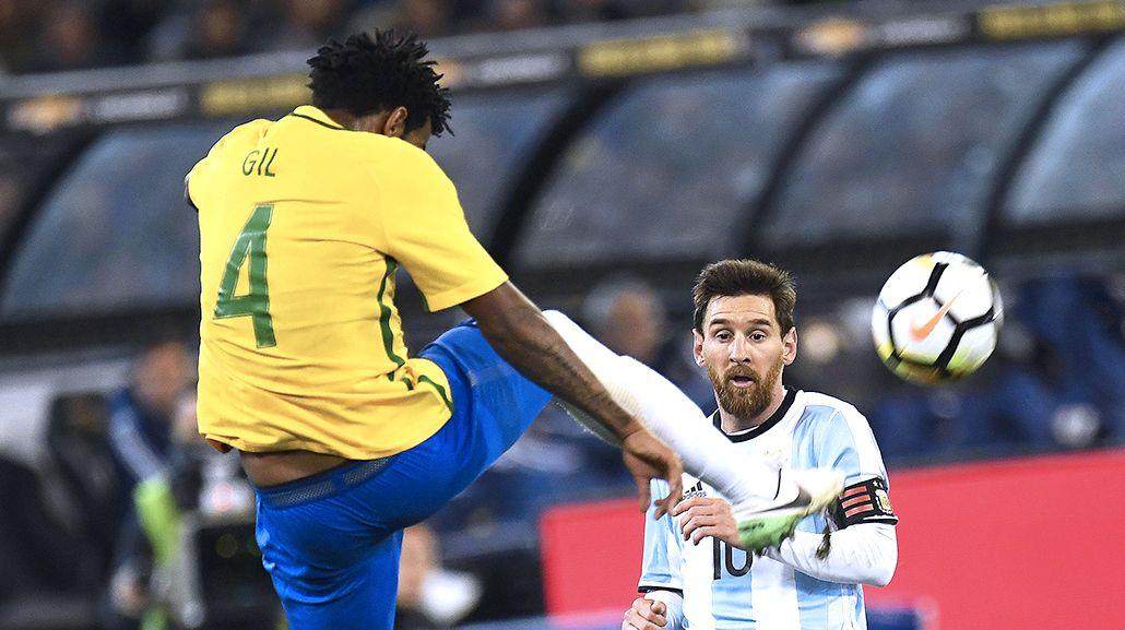 Messi contra Brasil: no le pegó al arco y fue el argentino que más faltas hizo