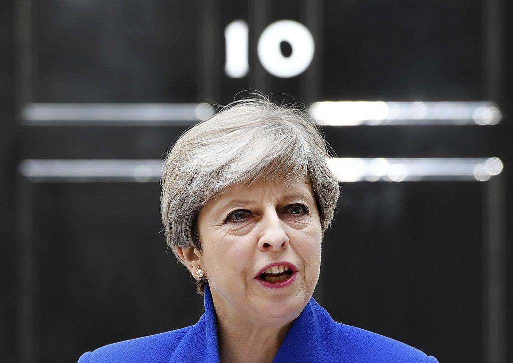 El vice de Theresa May renunció en medio de un escándalo sexual